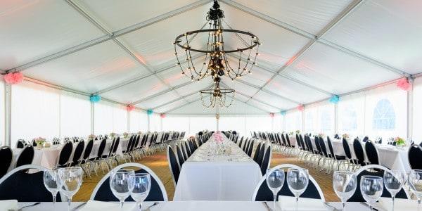 Inrichting kadertent huwelijksfeest